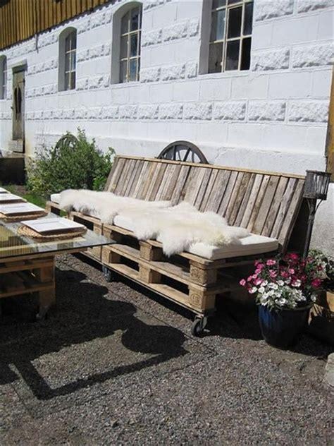 Impressionnant Salon De Jardin Fait Avec Des Palettes #2: salon-de-jardin-en-palette-table-plateau-verre.jpg