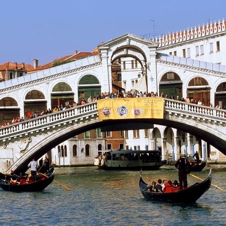 cheap flights to italy book your tickets now lufthansa