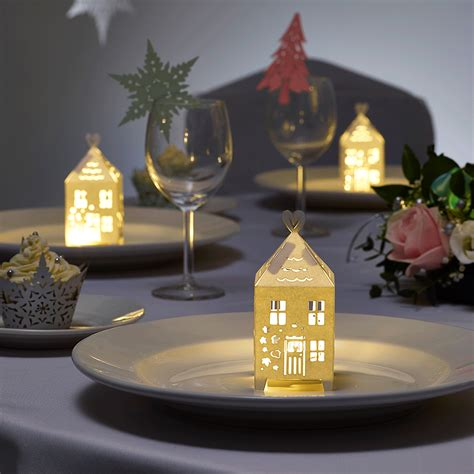 christmas gingerbread houses and winter wedding table