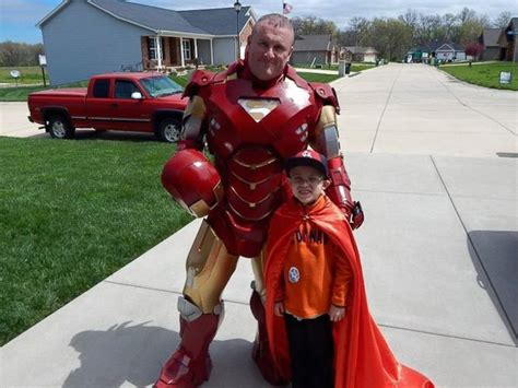 fly boy keno superman twerkgodds texas superman cop drives 11 hours to illinois to surprise
