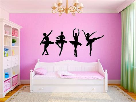 bedroom dancing 1000 ideas about large bedroom on pinterest grey bed