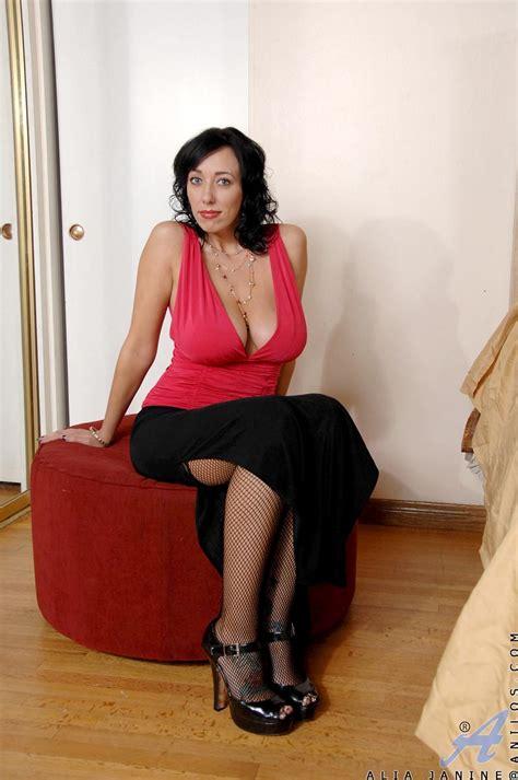 Alia Janine Dress Lineup Pussy Lesbian