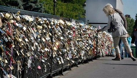 meaning of cadenas in french love padlocks and the pont des arts