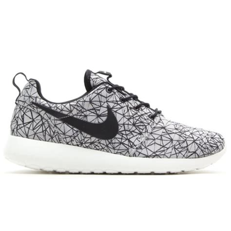 Nike Roshe One Camo Blacksummit White Bnib nike roshe run gpx premium white black freshness mag