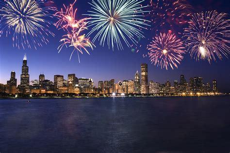 new year in chicago chicago skyline fireworks thinkstock 171 cbs chicago