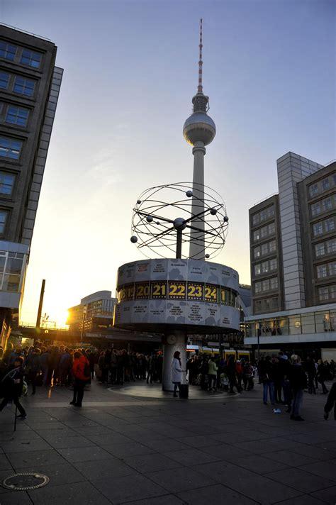 am alexanderplatz polizeieinsatz am berliner alexanderplatz messerstecherei