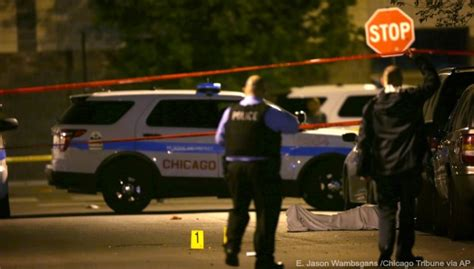 s day weekend killing of 6 killed dozens wounded bloody chicago weekend woodtv