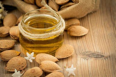 Minyak Kacang Almond intip resep alami memerahkan bibir yang mudah dan murah