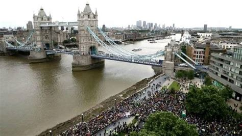 thames river nz uk police find body in river thames while searching for