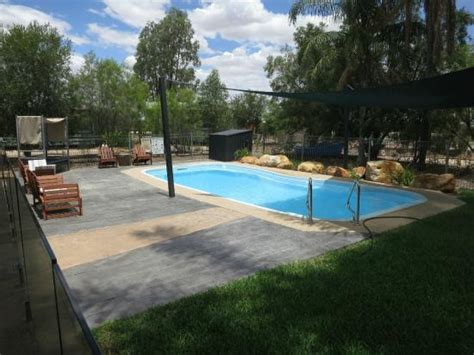 Longreach Accommodation Cabins by Swimming Pool Picture Of Kinnon Co Outback