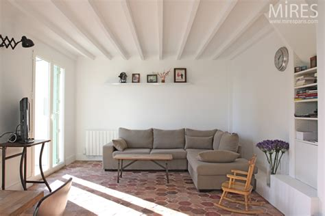 Decoration Maison Avec Tomettes by Tomettes Mobilier Vintage Et Murs Blancs C0671 Mires