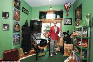 Wizard Of Oz Home Decor wizard of oz superfan has more than 10k pieces of