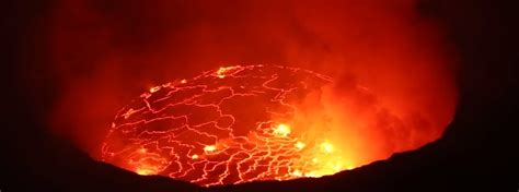 world s largest lava l close view of the world s largest lava lake at nyiragongo