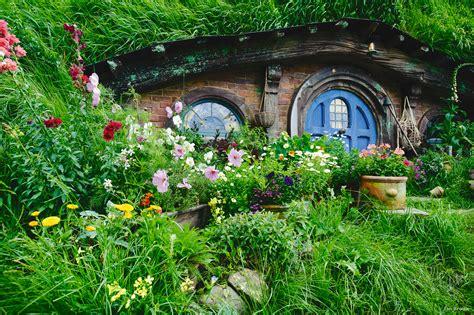 hobbit house new zealand hobbit holes pinterest filmmaking in middle earth swain destinations travel blog