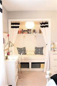 Design Ideas For Reading Ls For Bed 25 Best Ideas About Closet Nook On Built In Bench Upstairs Furniture And