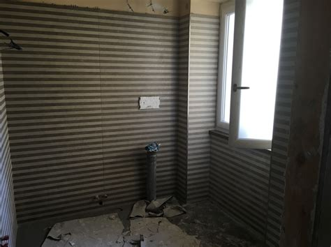 posa rivestimento bagno lavori di ristrutturazione idee manutenzione condomini