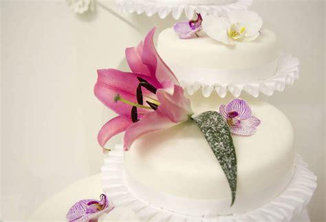 Hochzeitstorte Mit Echten Blumen by Rosgarten Caf 233 Hochzeit