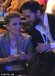 scarlett johansson and jared leto: actress cosies up to