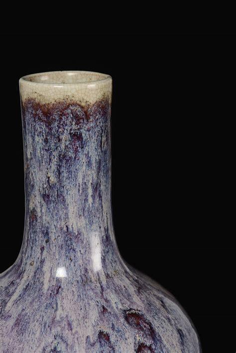 vaso viola vaso in porcellana e viola flamb 233 nella forma di