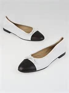 black and white flats shoes chanel white black leather cc cap toe ballet flats size 10