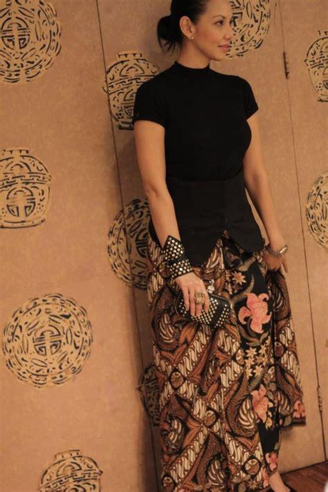 Kain Batik Pekalongan 234 modern way to wear batik keren gelangnya batik skirts jakarta and chang e 3