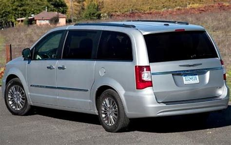 how cars run 2012 chrysler town country windshield wipe control used 2012 chrysler town and country minivan pricing for sale edmunds