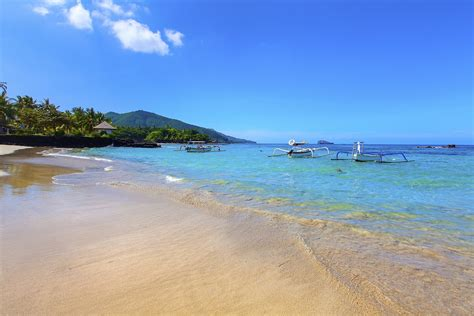 beaches  bali  crazy tourist