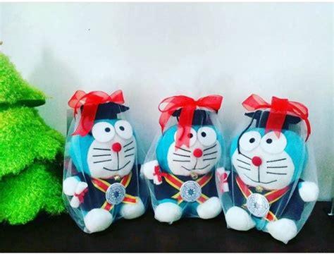 Boneka Wisuda Doraemon doraemon boneka wisuda stipram kado wisudaku