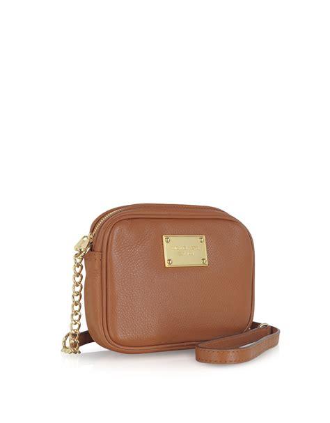 Bag Item michael kors jet set item leather crossbody bag in brown lyst