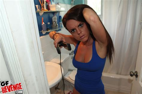 blowjob in a bathroom rahyndee gf revenge