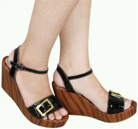 Sepatu Platform Wedges Twelve 12 sepatu wanita fad 3124 rp 165 000 sepatu wanita