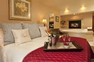 hotelzimmer mit kamin fireplace room inn on the creek inn on