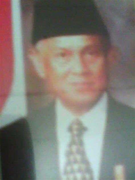 contoh biografi bj habibie singkat wall ppx