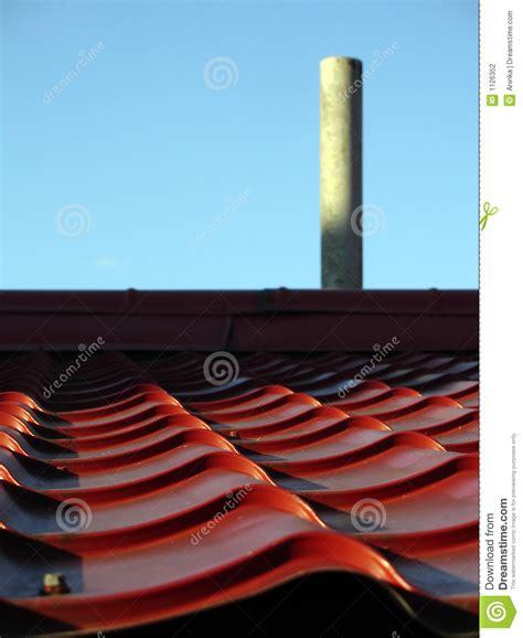 camino tetto tetto e camino fotografia stock immagine di ondulazione