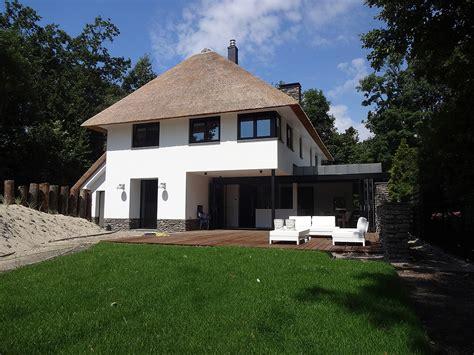 ontwerp huis ontwerp modern huis met rieten kap in zeeland bnla