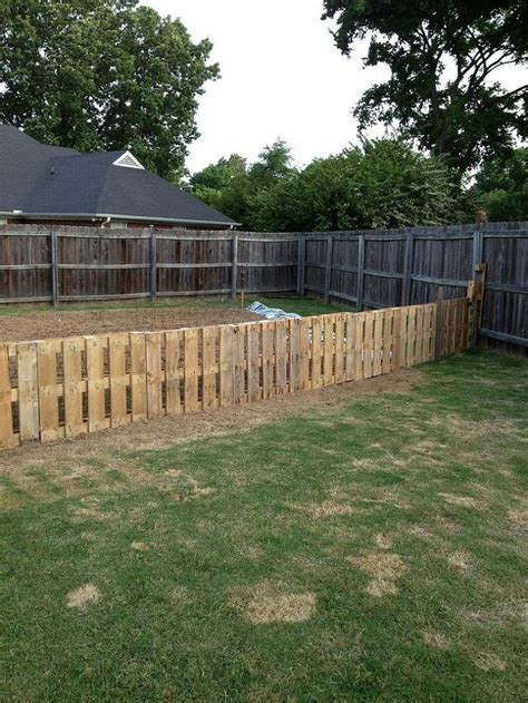 Pallet Garden Fence by Pallet Fence