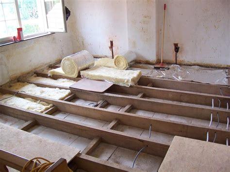 vloerverwarming badkamer isoleren huis muur vloer leggen op zoldervloer isolatie