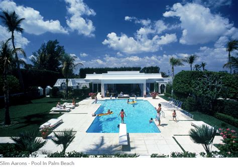 poolside with slim aarons 0810994070 yellowkorner slim aarons le r 234 ve am 233 ricain expo glamour paris frivole