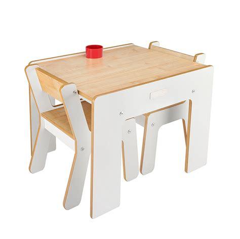 mesas y sillas madera mesa y dos sillas de madera en blanco minimalista para
