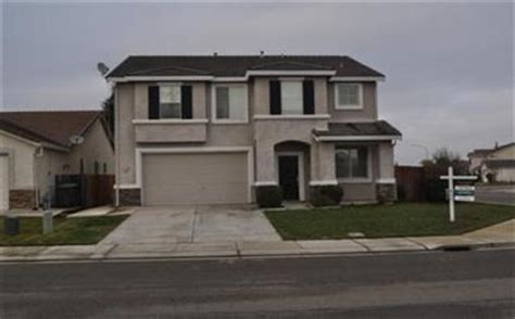 4 Bedrooms For Rent house for sale