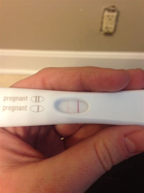 test di gravidanza response pics for gt holding positive pregnancy test response