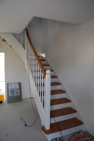 design treppe streichen - Zweifarbige Küchenschränke
