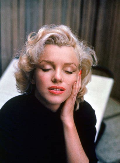 marilyn monroe in color marilyn monroe at home in hollywood color photos of the
