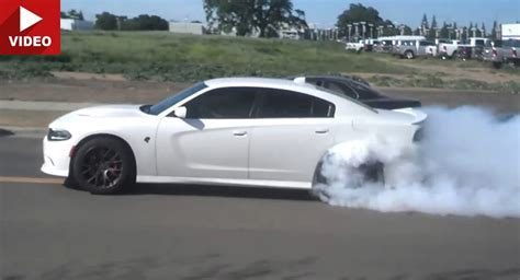 charger hellcat burnout enthusiastic new charger hellcat owner leaves dodge
