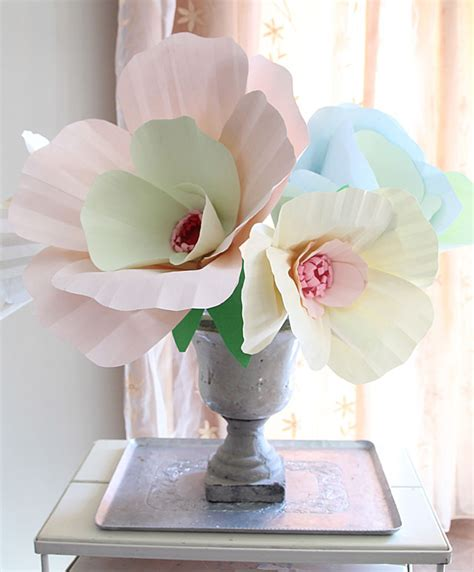 How To Make Paper Flower Centerpieces - 25 diy paper flowers tutorials that are even better than