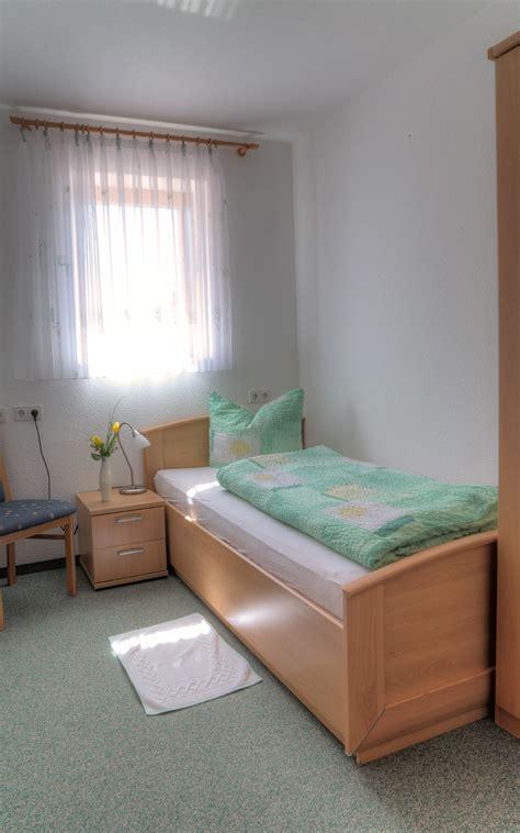 90 luftfeuchtigkeit im schlafzimmer ferienwohnung 2 90 qm dachgeschoss braunbergst 252 ble