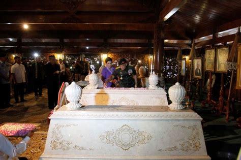 Soeharto Armed Forces tni commander gatot nurmantyo visits soeharto s grave