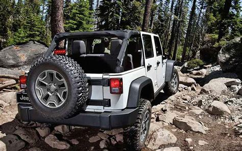 jeep rubicon white sport rocking out in the 2016 jeep wrangler