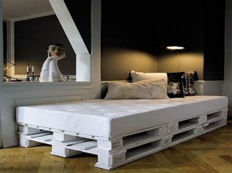 how to build a day bed 6 amazing diy pallet daybed designs pallets designs