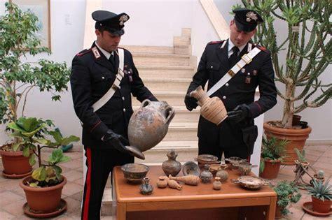 vaso etrusco valore foto sequestrati vasi e anfore etrusche formello